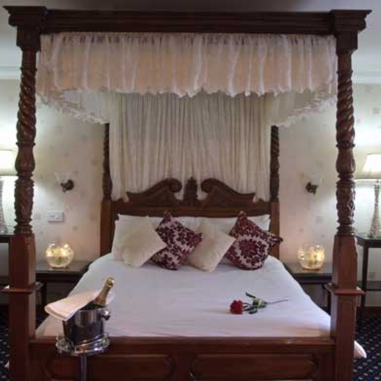 4 Poster Beds at the Durrant House Hotel