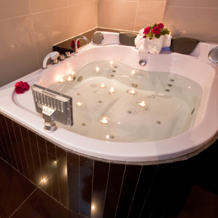 Romantic Breaks in Devon - Our Jacuzzi Suite with Red Roses at the Durrant House Hotel