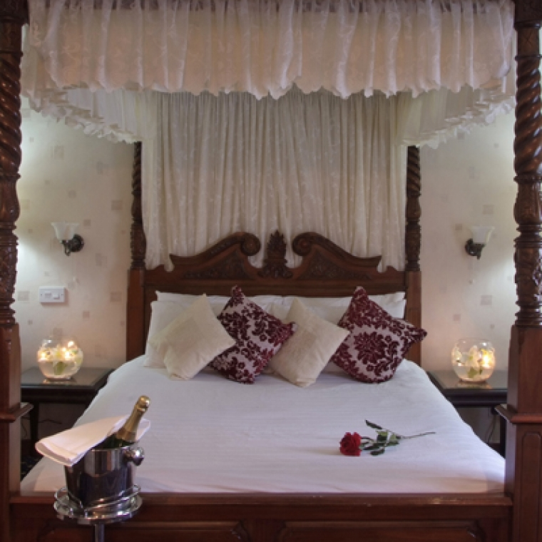Romantic Breaks in Devon - Our 4 Poster Bed with sparkling wine at the Durrant House Hotel