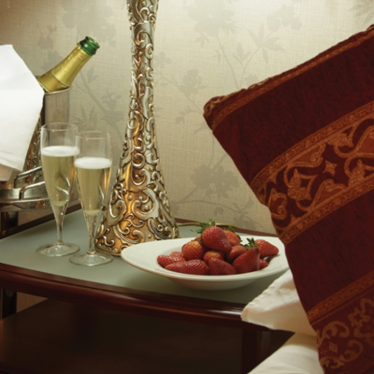 Romantic Breaks in Devon - Our Jacuzzi Suite with sparkling wine and strawberries at the Durrant House Hotel